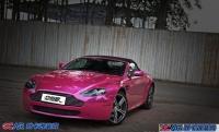 阿斯顿·马丁贴粉红改色膜展示尊贵气质,欧卡改装网,汽车改装