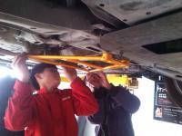 本田飞度安装KF3车身加强套件,欧卡改装网,汽车改装