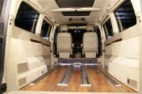 别克GL8商旅车改装维亚诺软木地板,欧卡改装网