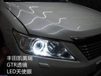 丰田凯美瑞原车近光不够光升级GTR透镜白色天使眼,欧卡改装网,汽车改装