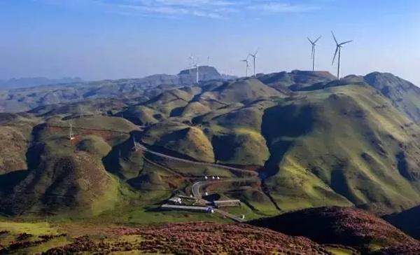乌蒙大草原风景名胜区座落于盘县四格乡,景区内有10万亩草场,4万亩矮