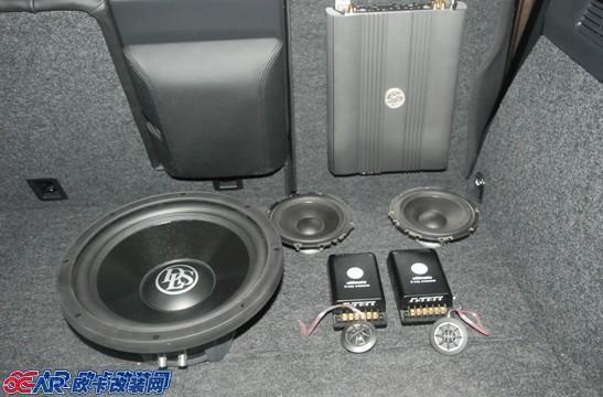 >> 查看内容  大众途观汽车音响改装配置: 音源:原车主机 前声场喇叭