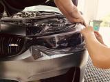 宝马M4改装原厂熏黑效果的大灯膜,贴上就走起,欧卡改装网,汽车改装