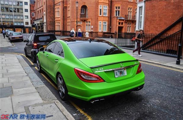 奔驰cls全车改装苹果绿色 略显调皮图片