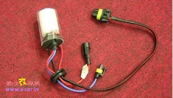 专用的线组,功能是防止直接接原车灯光线路带来的安全隐患
